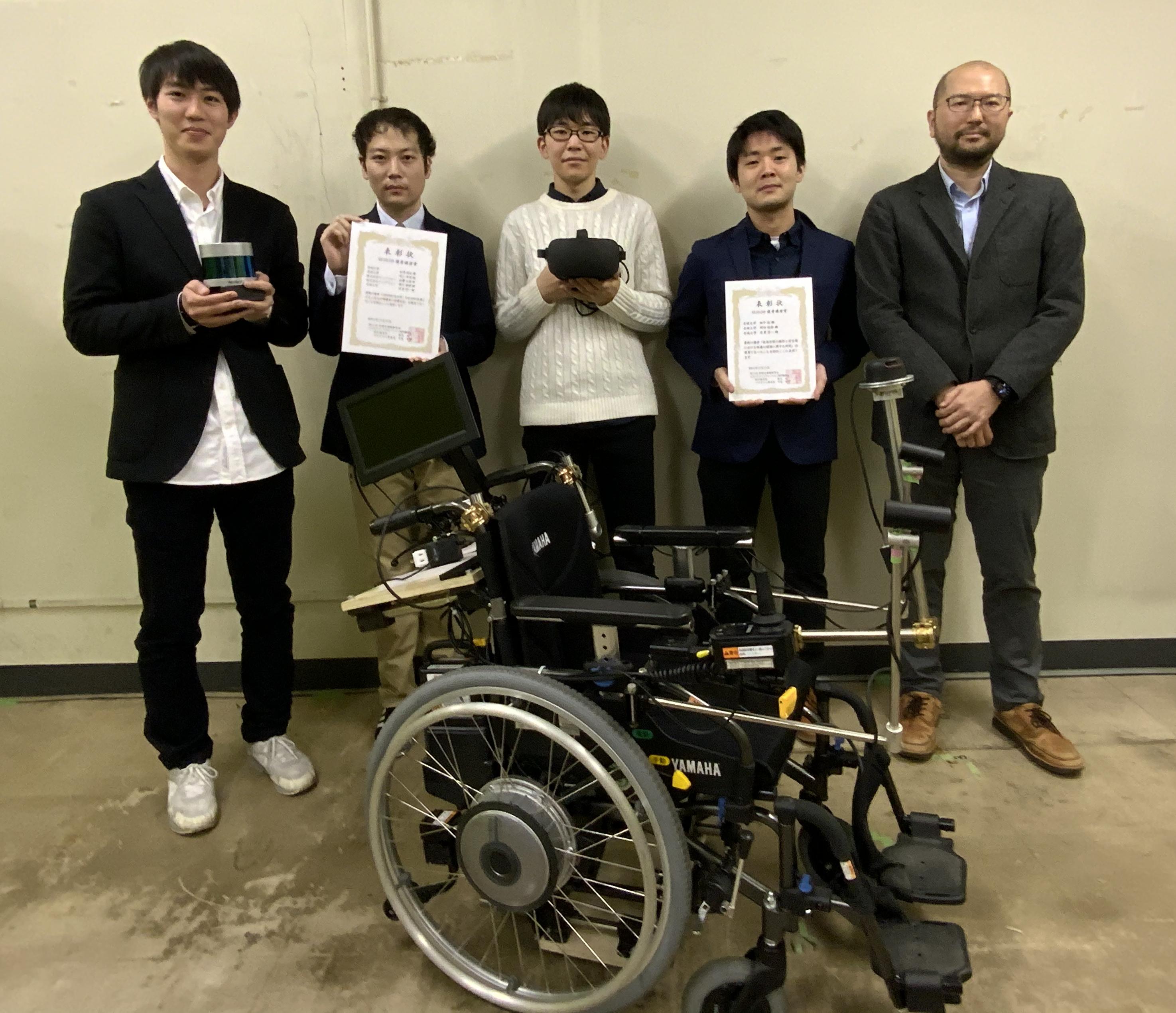(左から)村上さん、松尾さん、岡田さん、畑中さん、目黒准教授