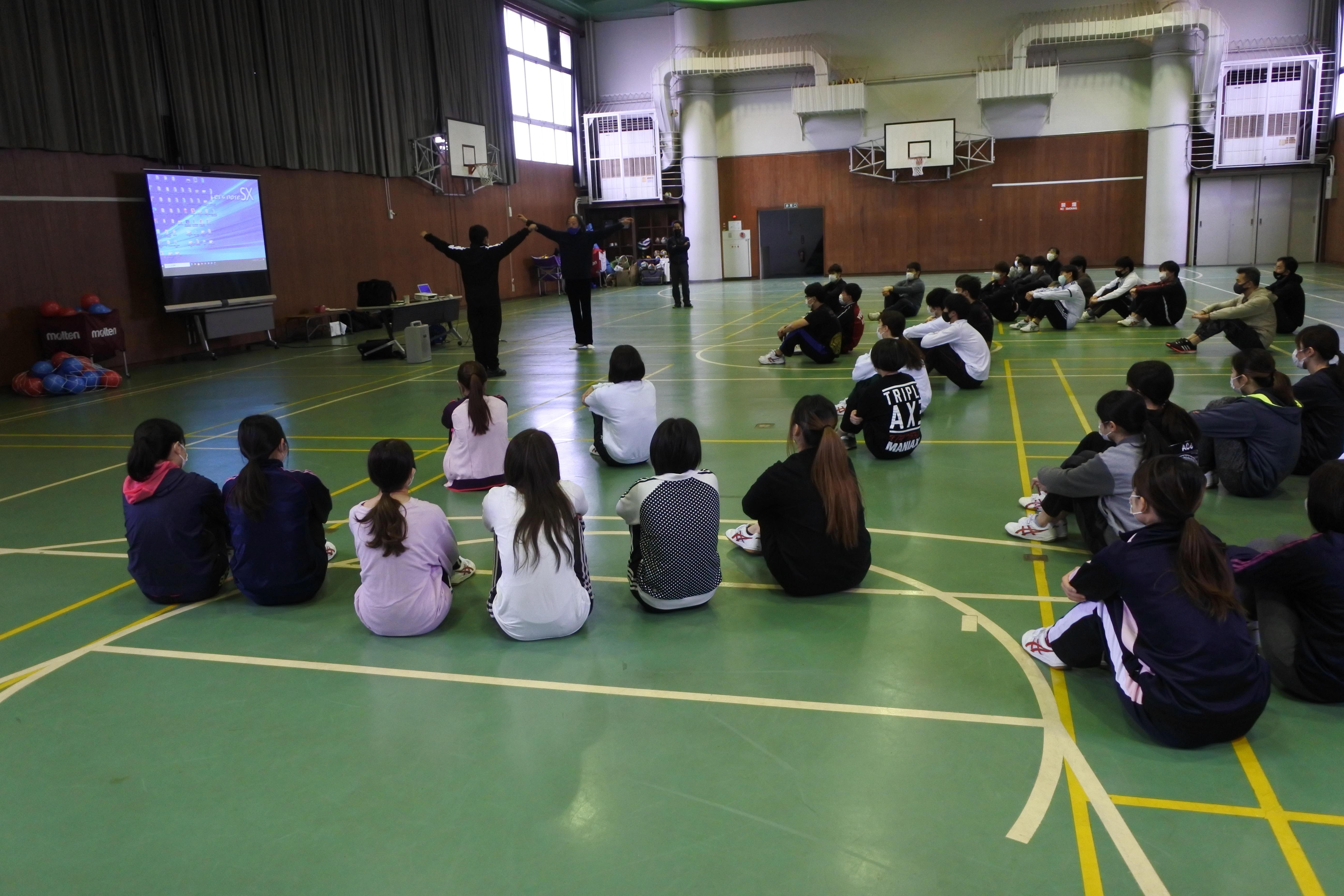 新型コロナウイルス感染症対策をとって開催された講習会
