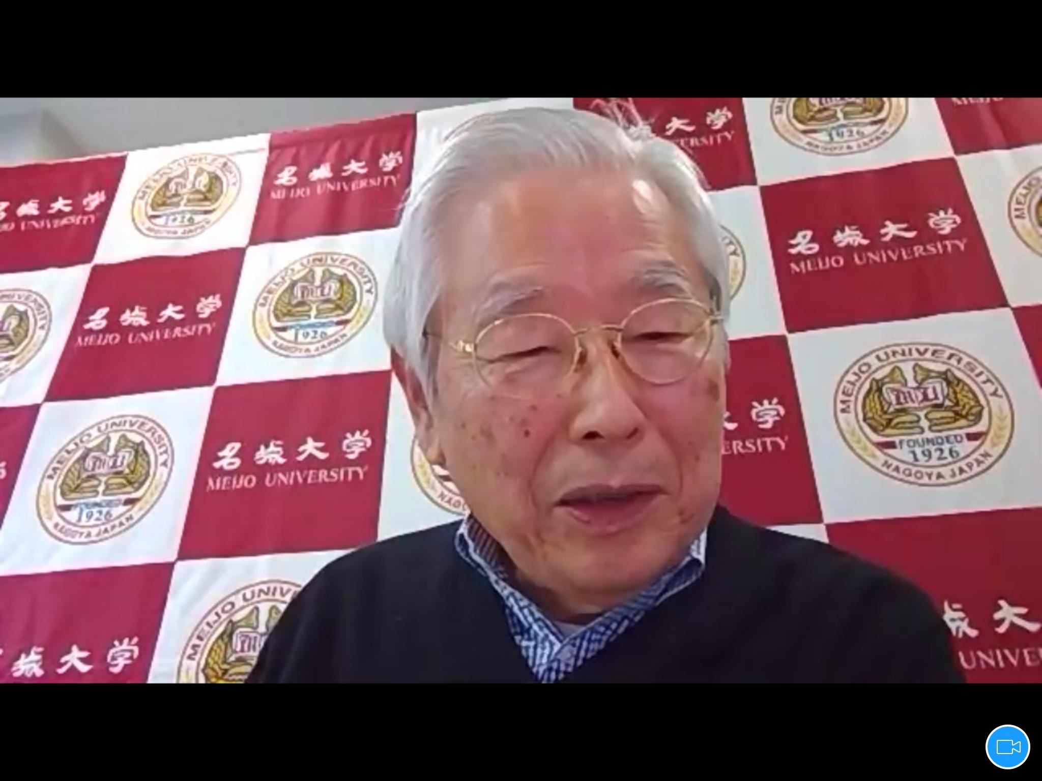 Zoomで記者の質問に答える飯島澄男終身教授