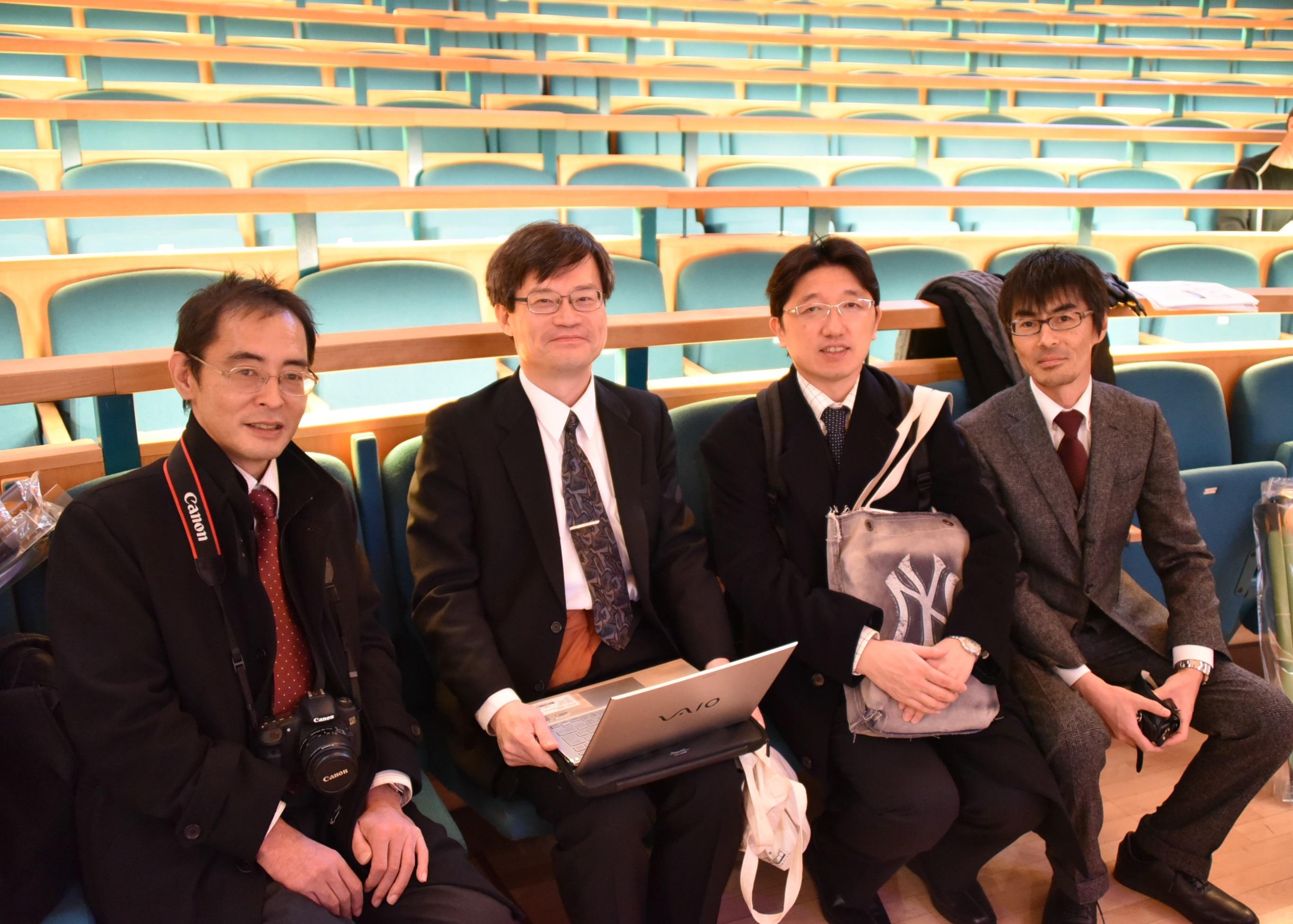 2014年12月のノーベル・レクチャーのリハーサルで。(左から)上山智教授、天野浩名古屋大学教授、岩谷素顕准教授(当時)、竹内哲也准教授(当時)