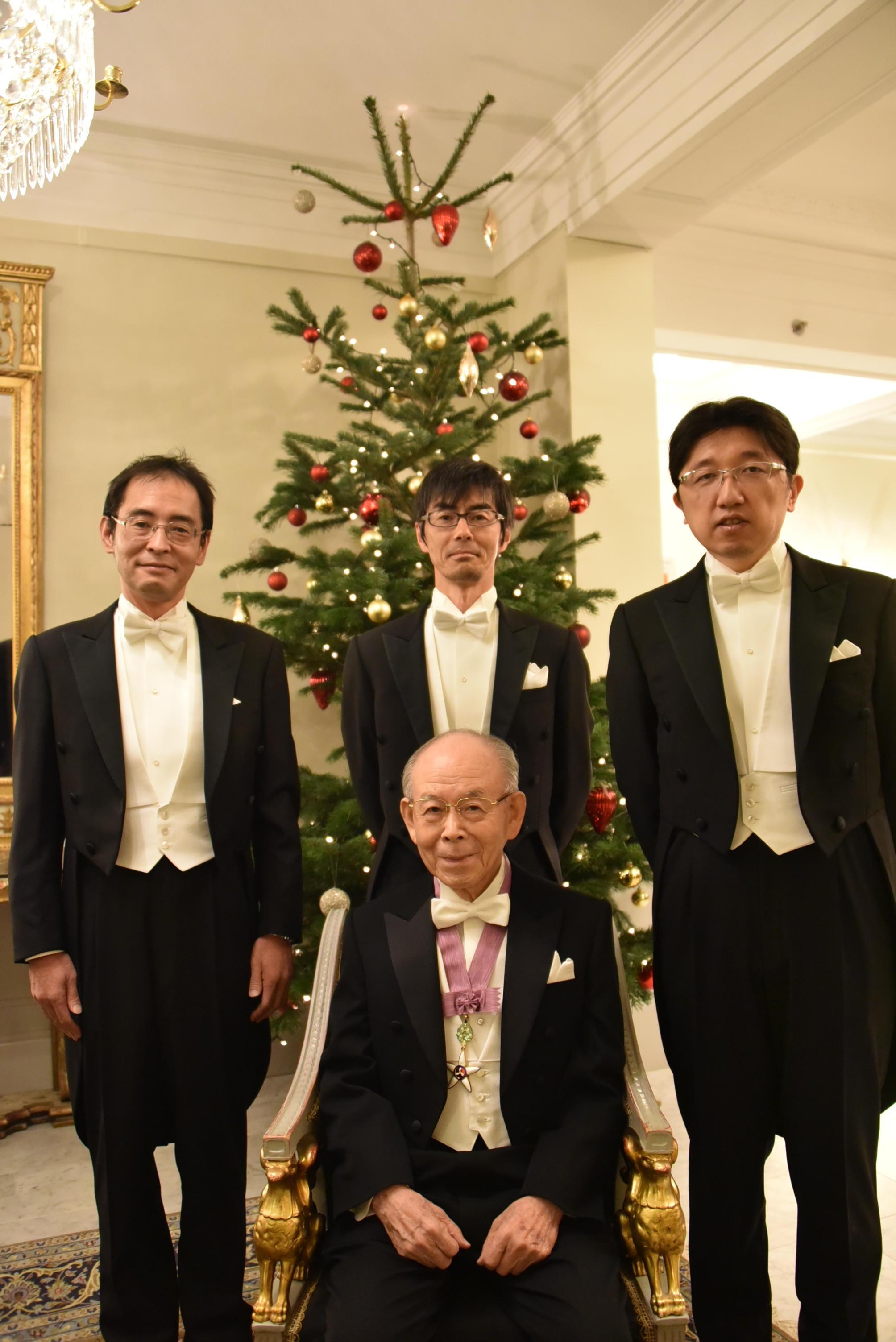 2014年、名城大学の門下生の教員とストックホルムで記念写真(左から上山智教授、竹内哲也准教授(当時)、岩谷素顕准教授(当時))