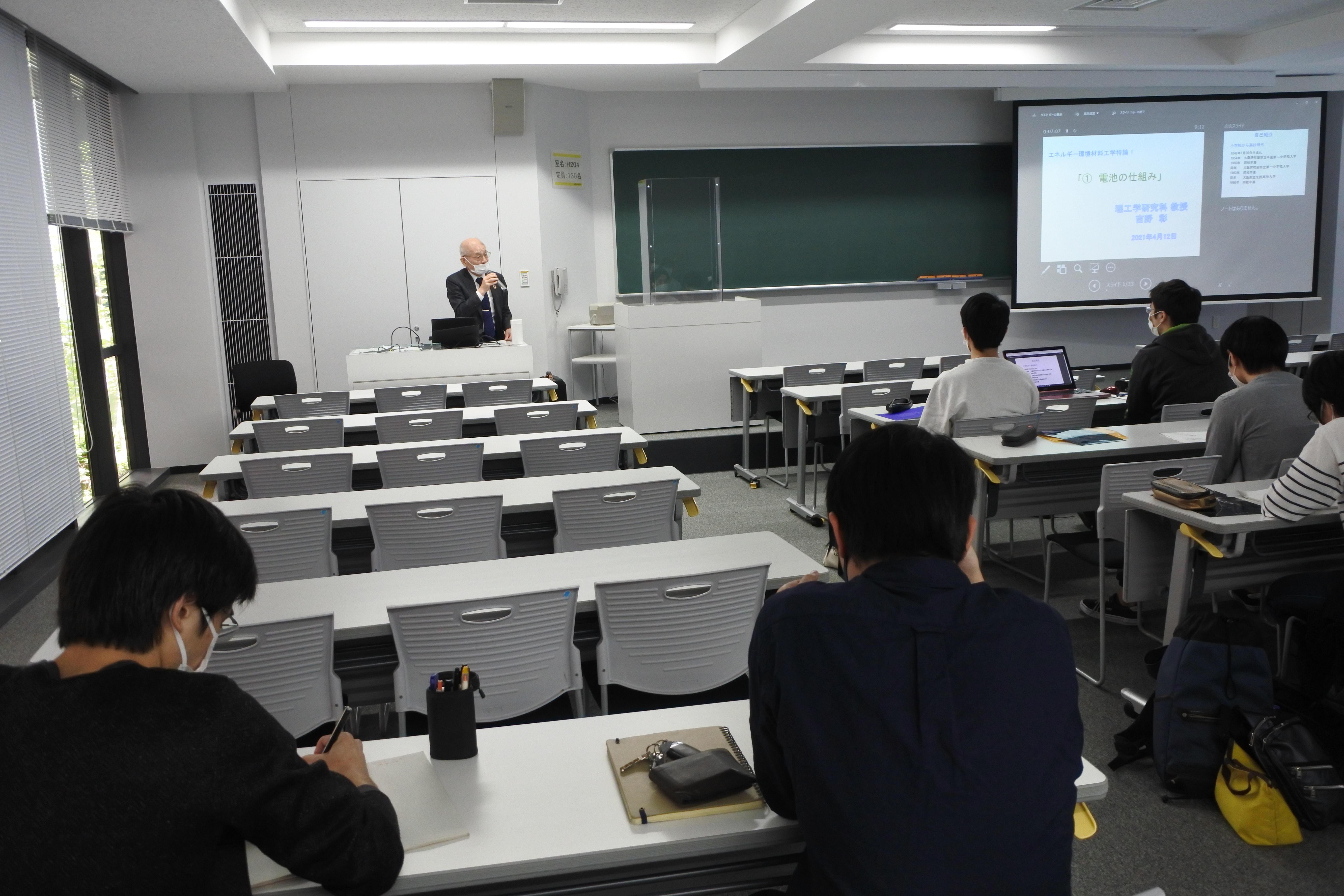 大学院生に「エネルギー環境材料工学特論Ⅰ」の授業を始める