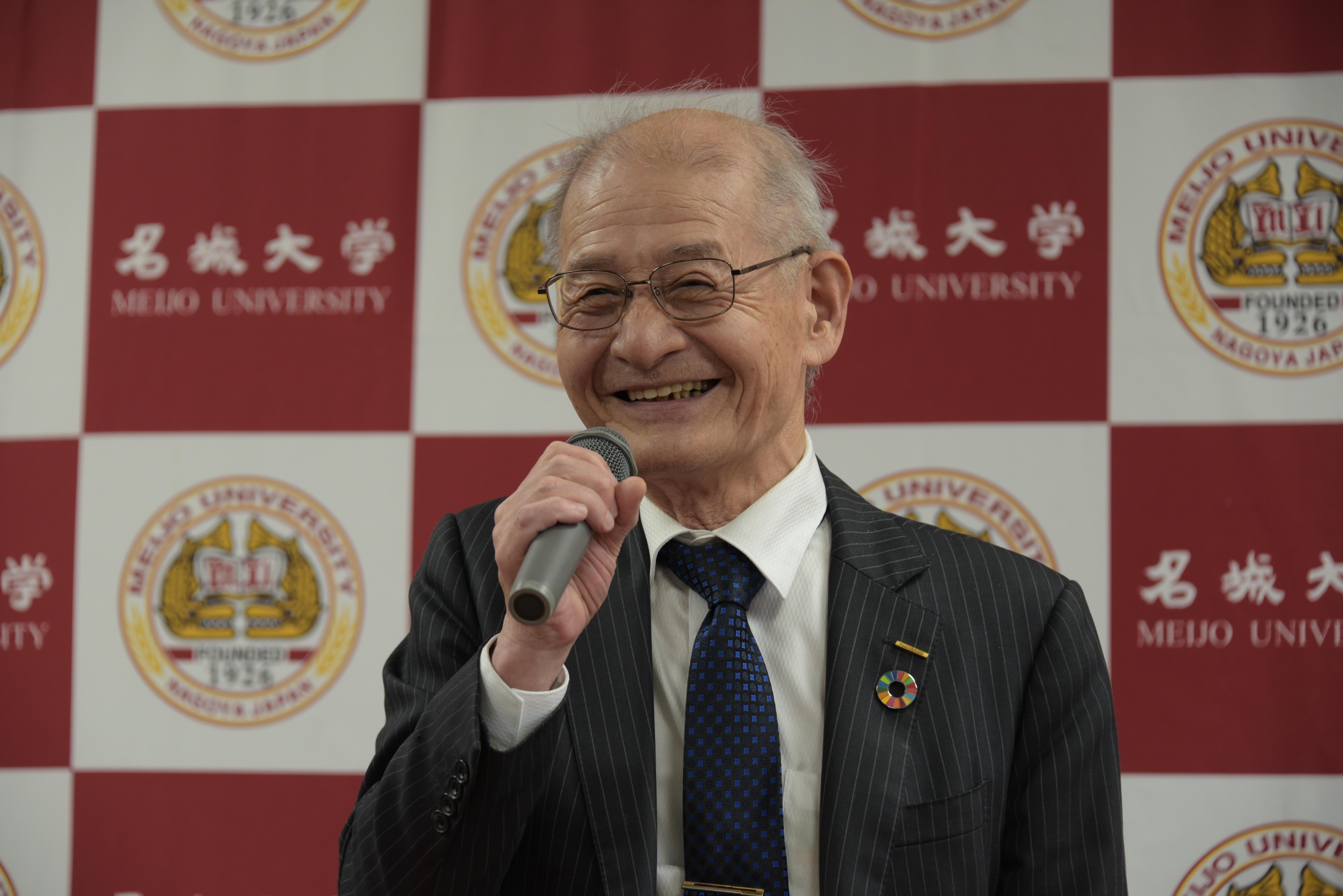 所感を述べる吉野彰終身教授・特別栄誉教授