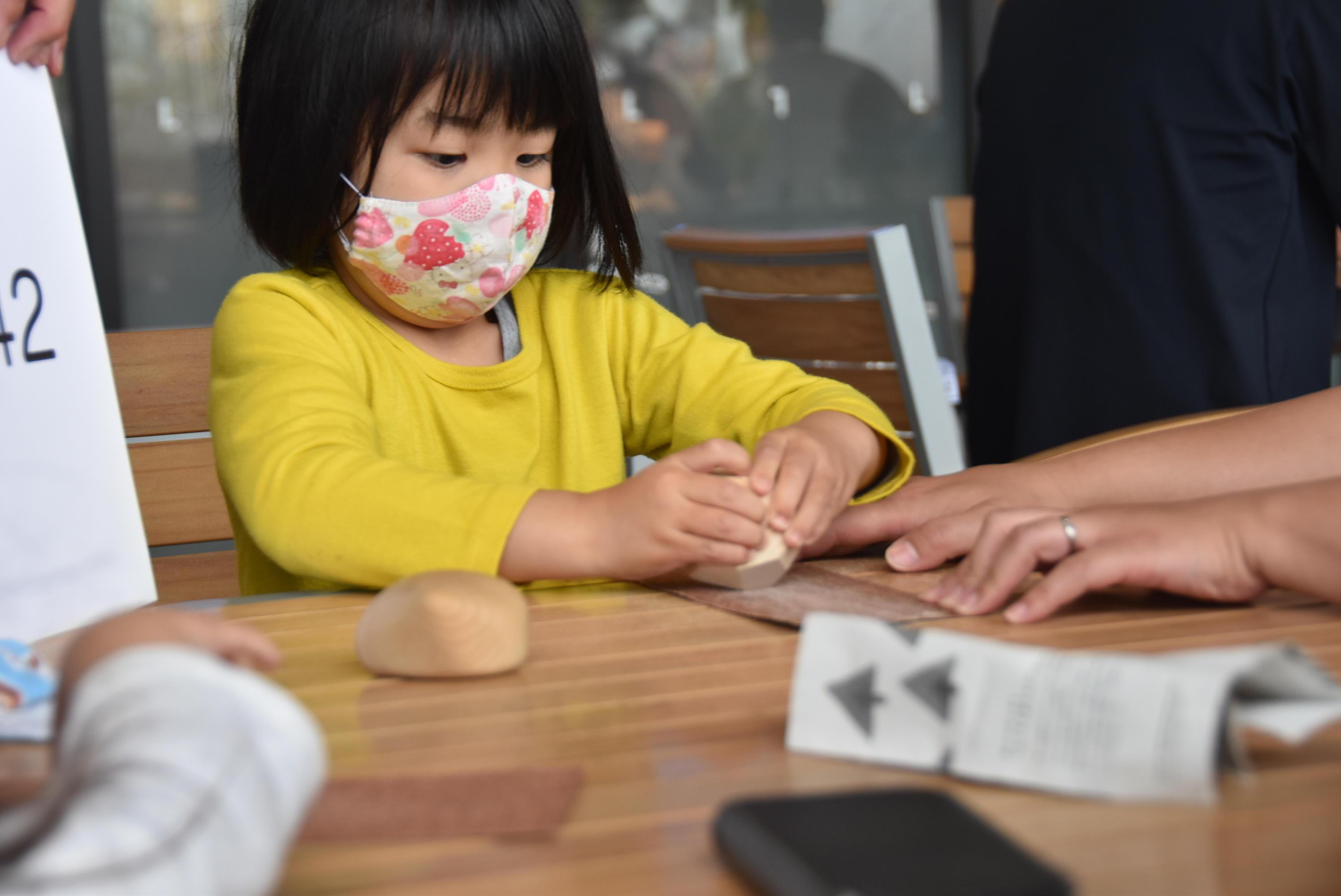 建築学科の谷田研究室が「ららぽーと愛知東郷」で木育ワークショップを実施