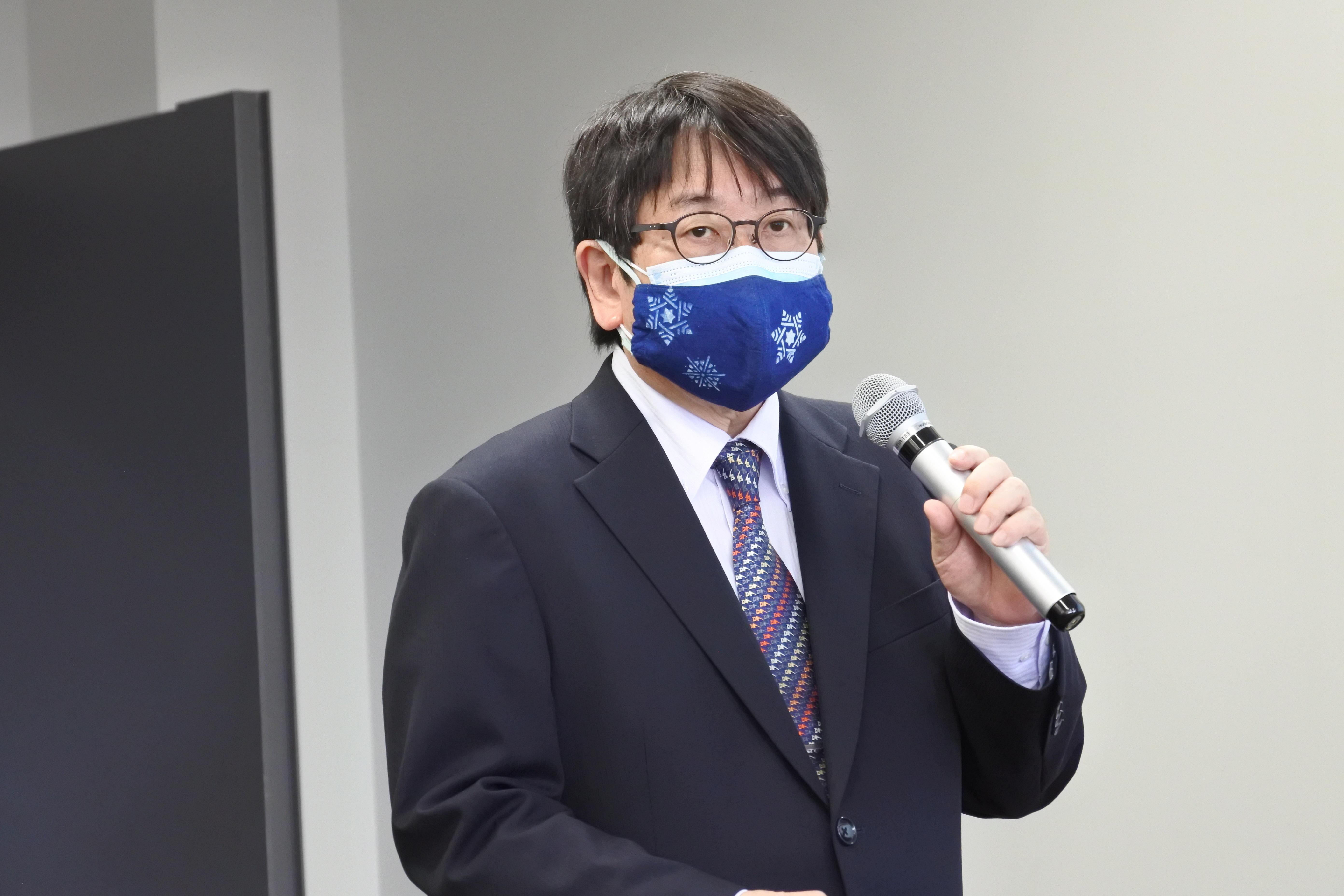 研究成果を発表する神野透人教授