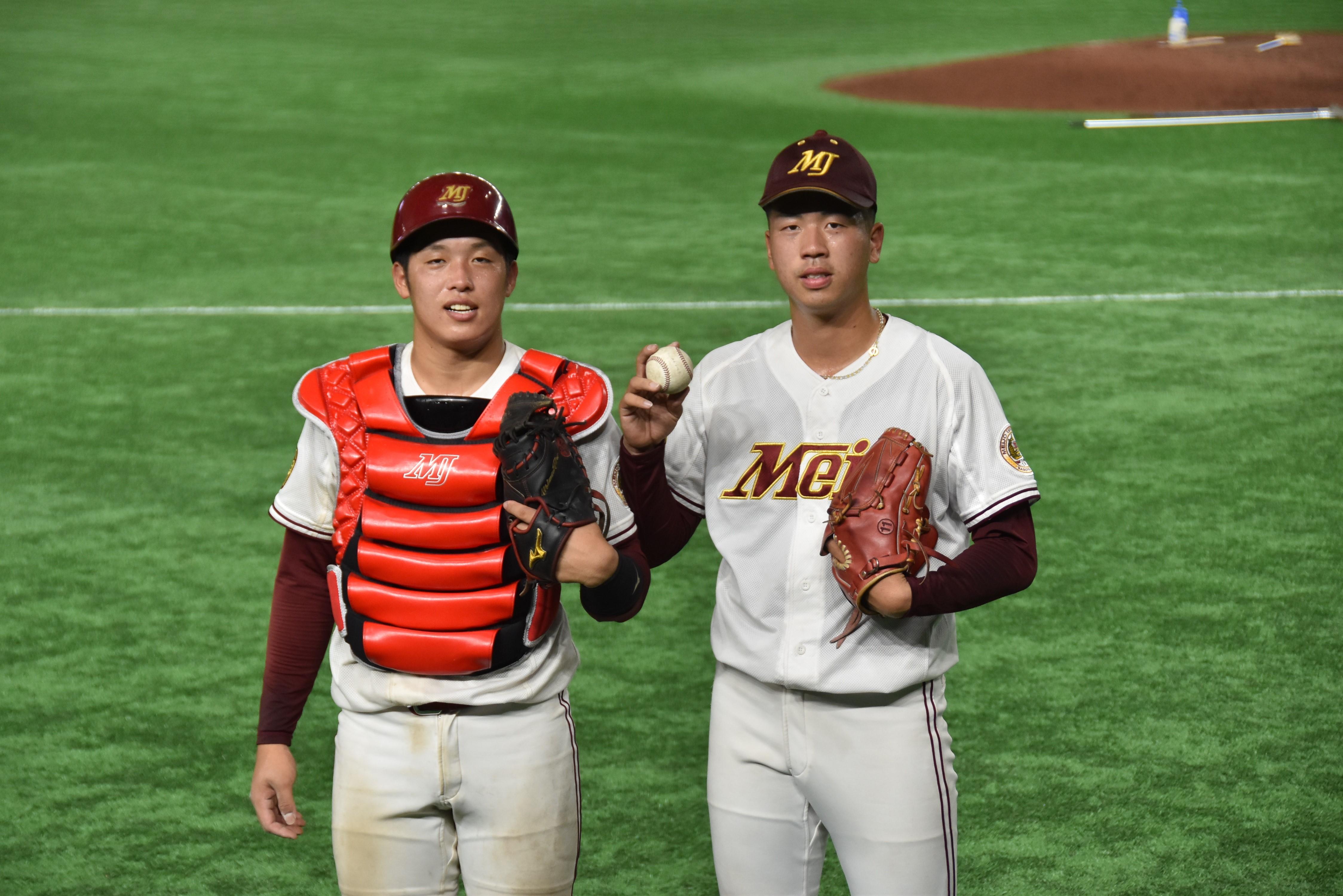 松本投手(右)と野口捕手