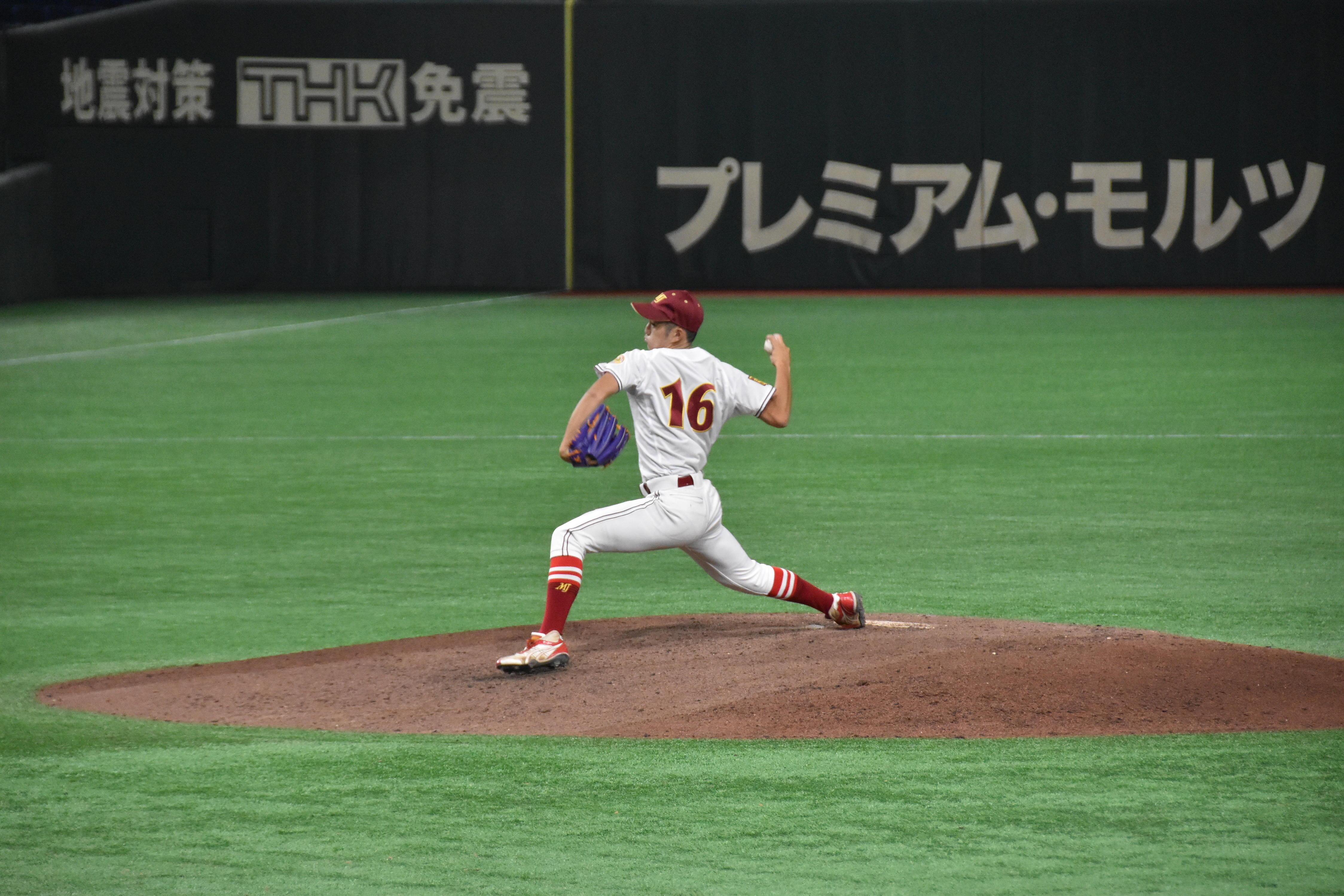 2回戦で中継ぎとして好投した眞田拓投手(人間学部3年)=東京ドームで