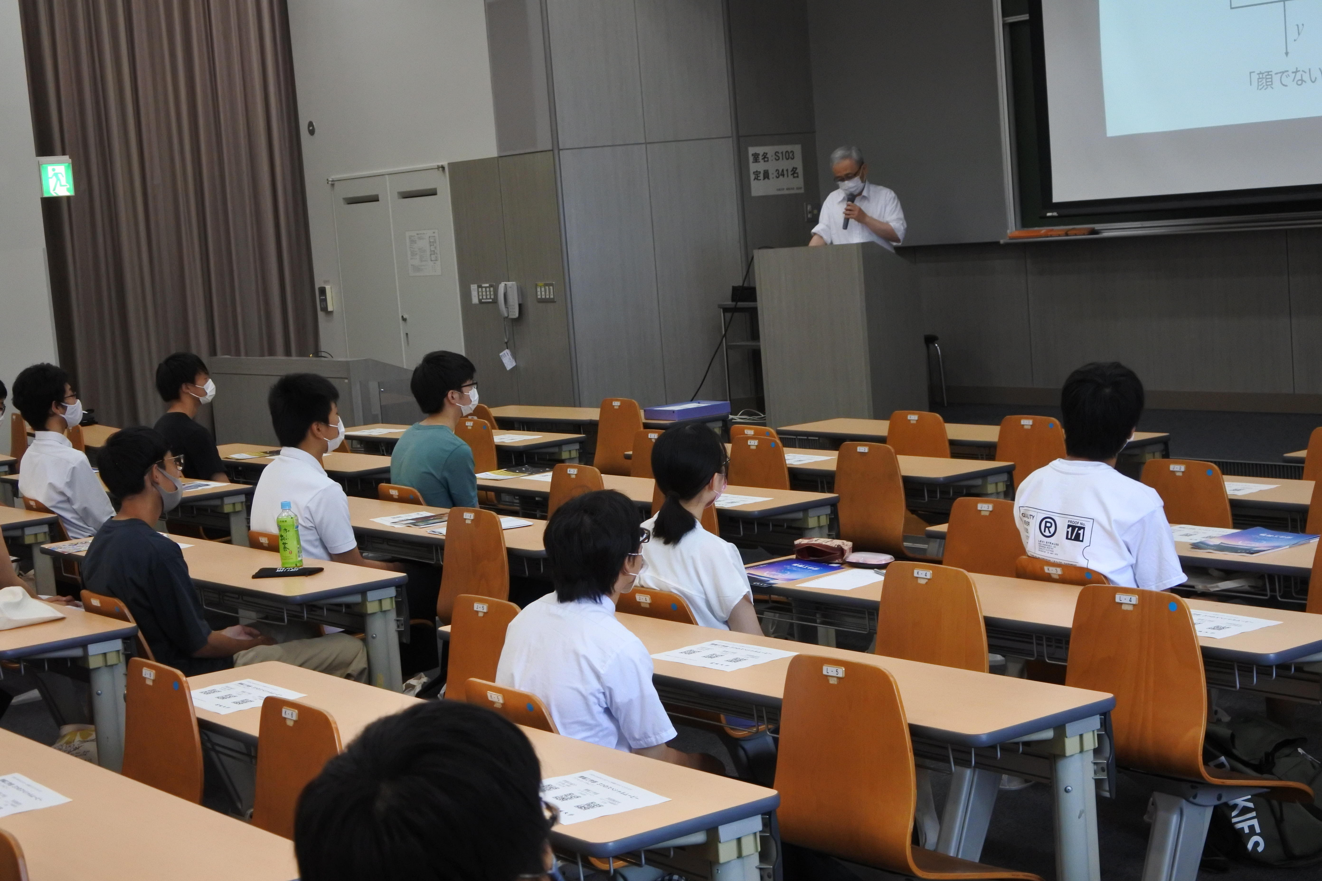 理工学部情報工学科の山田啓一教授による情報工学部の模擬講義