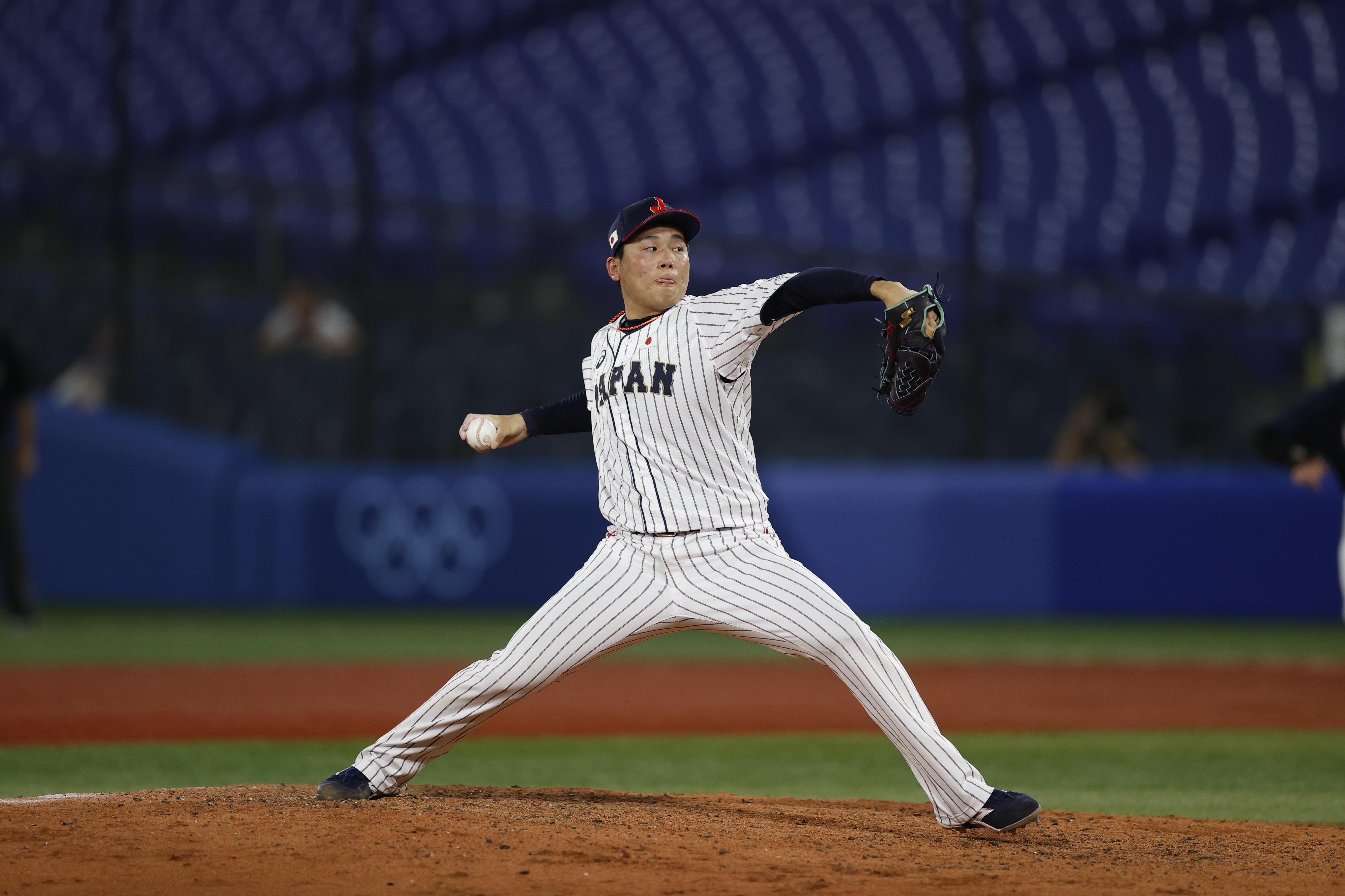 決勝での栗林投手の投球(写真:フォート・キシモト)