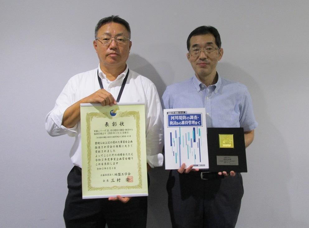 李圭太非常勤講師(左)と小髙猛司教授(右)