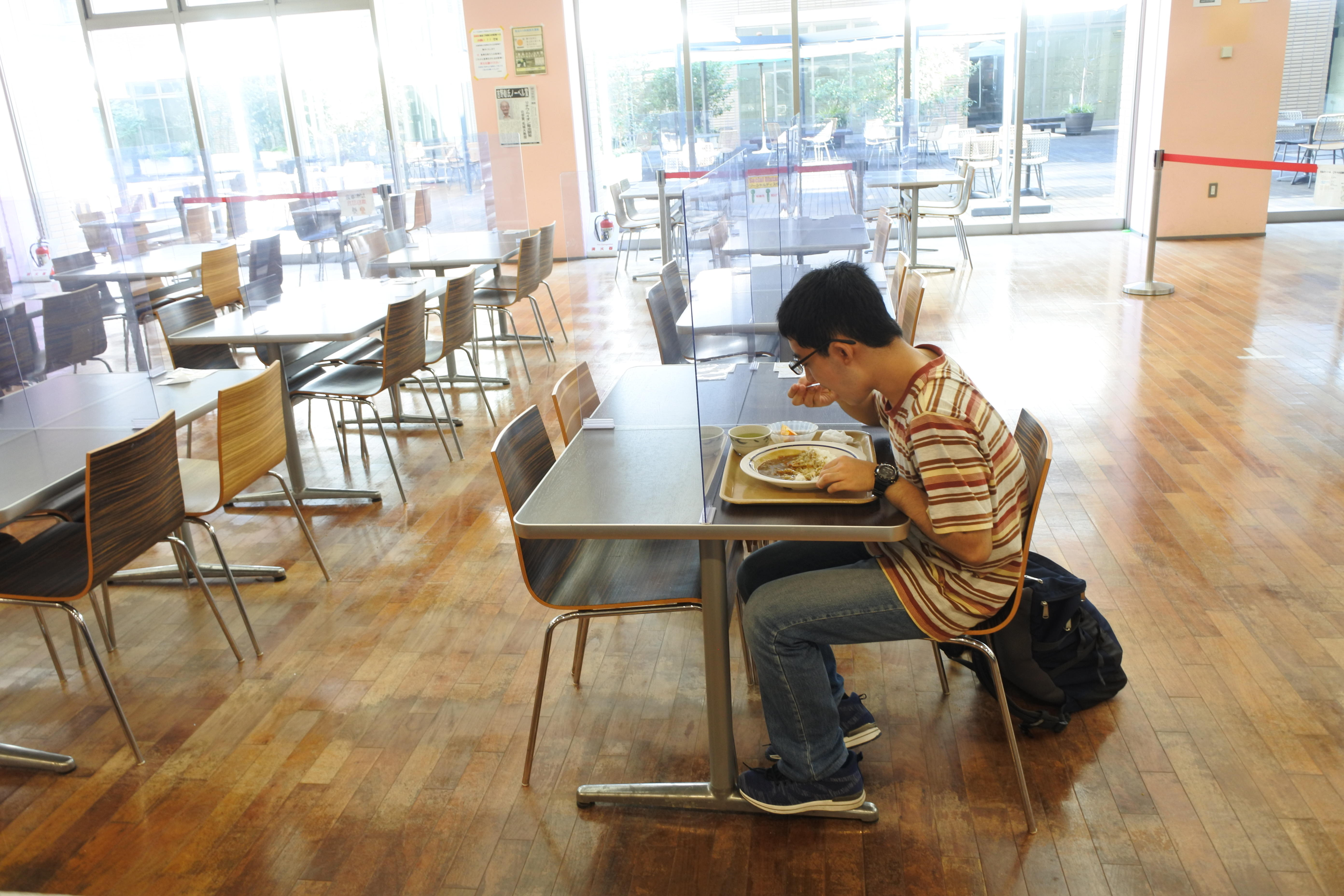 名城食堂で「100円朝食」を食べる学生