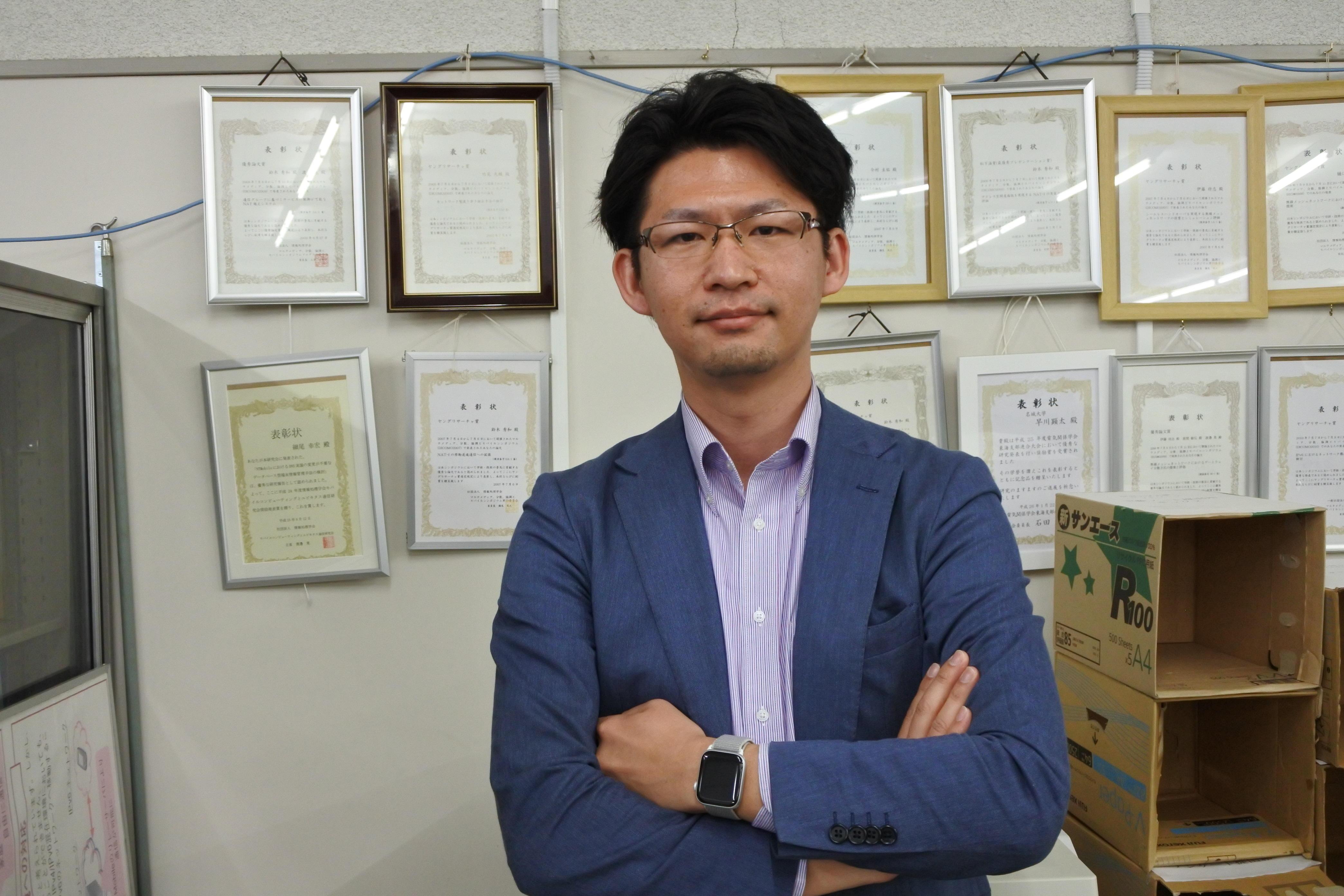 研究室には自分の学生時代の表彰状も掲げられている
