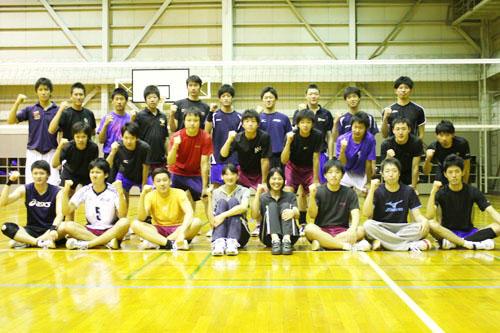 東海大学男女リーグ戦春季大会で25年ぶり優勝を決めたバレー部員