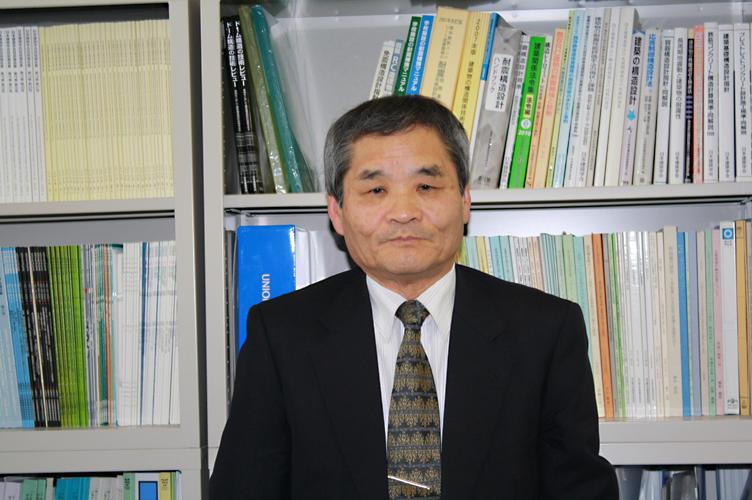 「宝物である授業を大切に」と語る松井特任教授