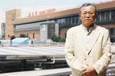 「仙台駅改良は都市計画で仙台市と国鉄の連携がうまくいったケース」と語る野神さん(仙台駅前で)