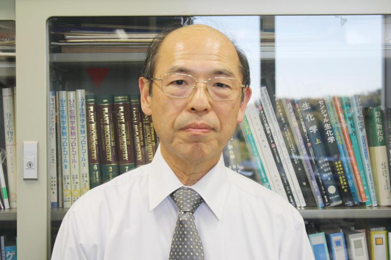 「授業の中には自分探しのヒントが詰まっている」と語る船隈教授