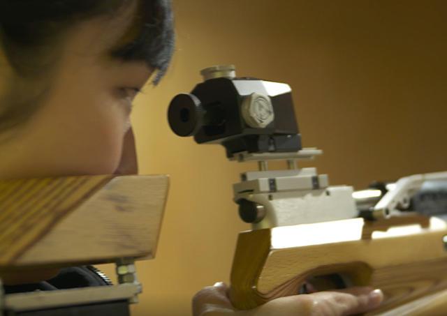 高める集中力、鋭い目線。名城大学 ライフル射撃部